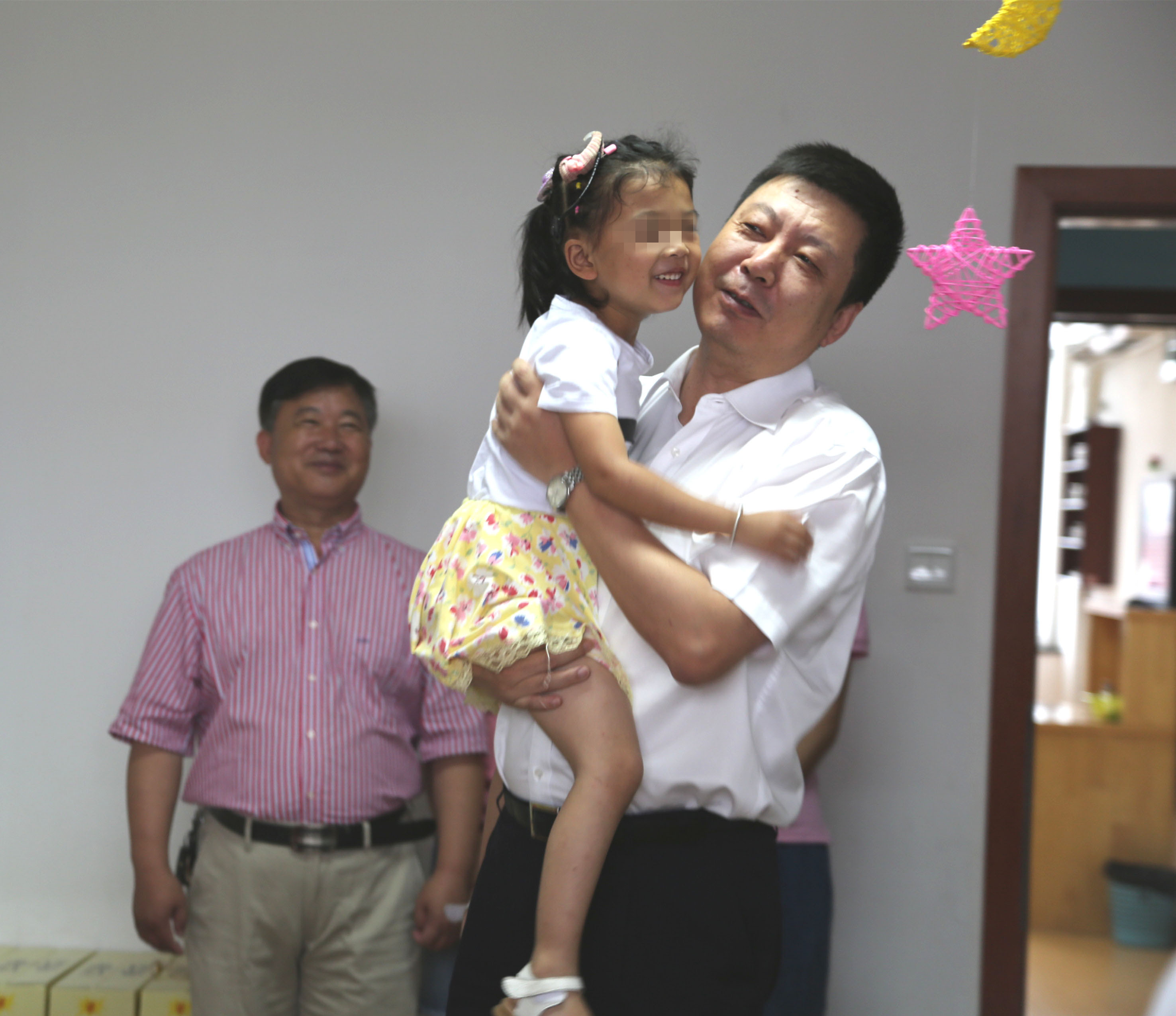 """朱晨市长一行""""六一""""儿童节慰问我院残疾儿童"""