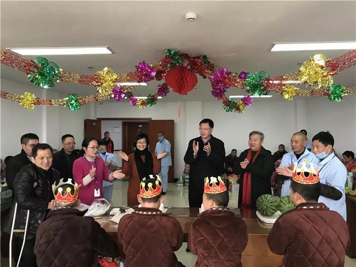 春节前一场特殊的集体生日会,市领导王小荣都来送祝福